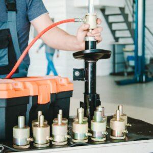 Для ремонта амортизаторных стоек: 12 специальных насадок класса Premium